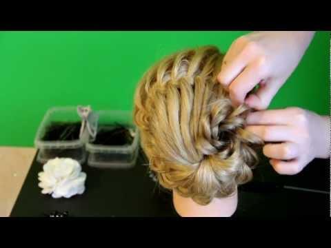 Ажурная коса с цветком из волос (рис. 20)