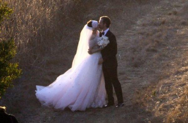Первые фото со свадебной церемонии Энн Хэтэуэй (рис. 1)