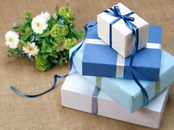 Обязательно зайдите в магазин подарков (рис. 9)