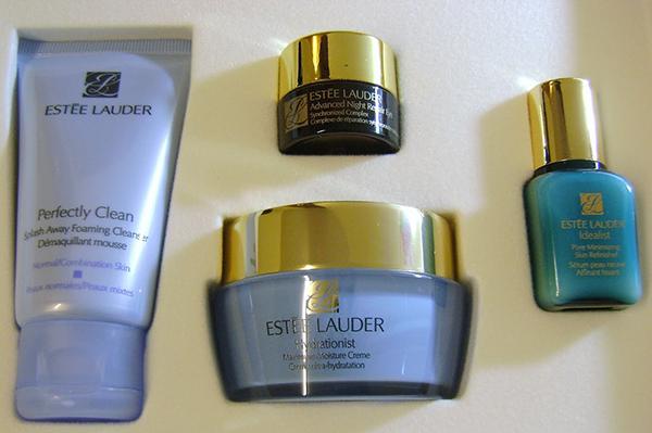Компактный косметический набор Estee Lauder удобен в путешествии (рис. 3)