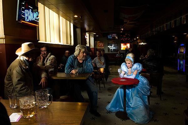 Реальность против сказки. Фотопроект Дины Гольдштейн (рис. 4)
