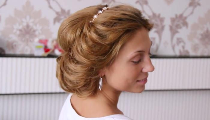 Греческая причёска с повязкой (рис. 17)
