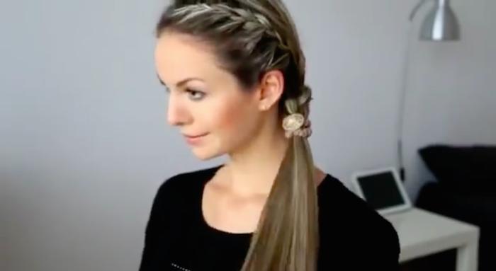 Простые и красивые повседневные прически для длинных волос (рис. 5)