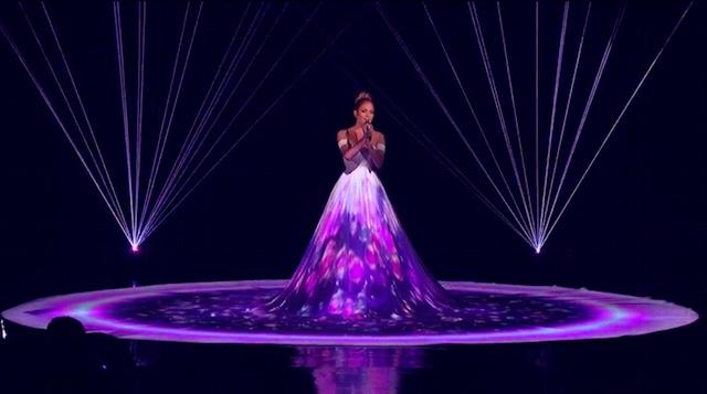 6 метровое платье Дженнифер Лопес, выступление на AMERICAN IDOL XIV (рис. 5)